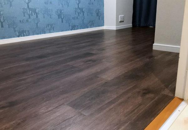 床DIYでフロアタイル貼りが完成